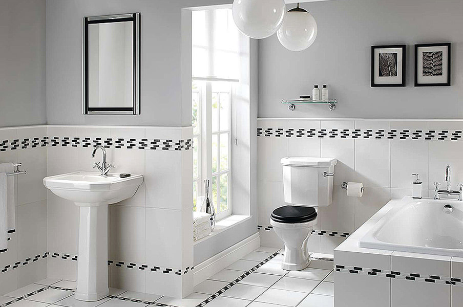 Traditional Style Bathroom Suites With Decorative Tiles